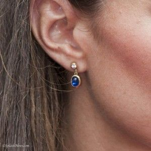 Kate Middleton wearing a pair of diamond and cabochon sapphire earring from Tiffany & Co. She has worn also the matching necklace. Worn during the engagement announcement.