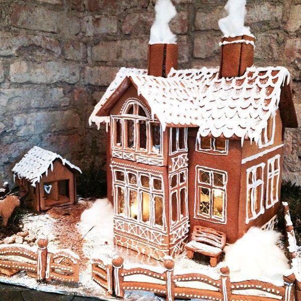 Oh wow!!!  Kolla vilket underbart härligt pepparkakshus som @moeofsweden har skapat! Jag vill flytta in där direkt! Bra jobbat @moeofsweden  #pepparkakshus #jul #joulu #christmas