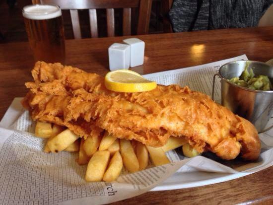 fish and chips, custom newspaper | Food presentation ...