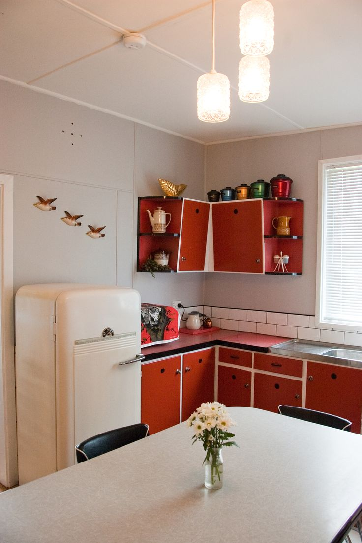 The 1950s stove and refrigerator both work well. The fridge took a bit of work but I just love it! Instead of flying ducks we have flying kookaburras.