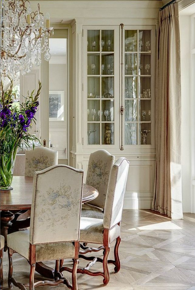 French Breakfast Nook. What an elegant French Breakfast Nook!