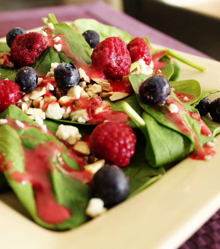 Summer Spinach Salad with Raspberry Vinaigrette Dressing: Raspberries Dresses, Recipe, Side Salad, Raspberries Vinaigrette, Summer Spinach, Vinaigrette Dresses, Spinach Salads, Healthy Food, Spinachsalad