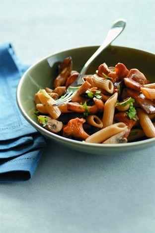 Poêlée de champignons aux pâtes complètes Livre : 30 recettes légères Ed. Larousse Cuisine