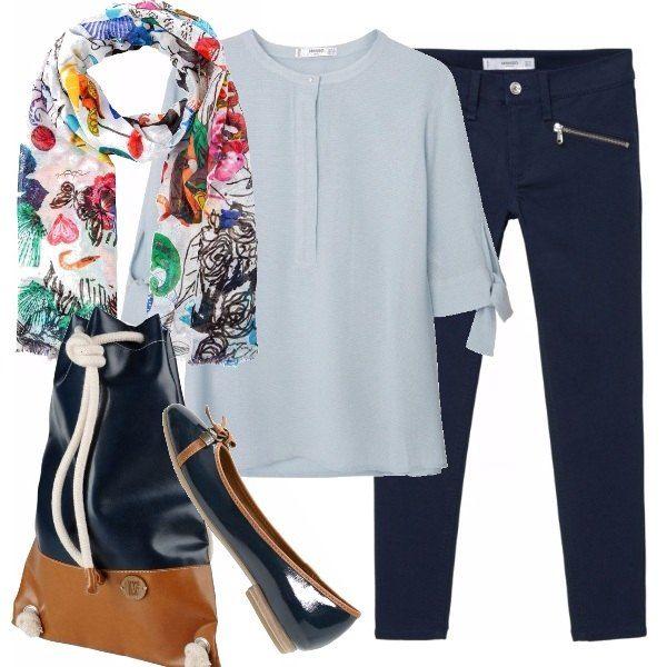 Il blu in termini cromatici ci porta serenità. Per questo ho scelto questo outfit con blusa leggera a mezze maniche color blu chiaro, pantaloni pinocchietto blu scuro, foulard colorato richiamando i blu, borsa e scarpe fatte l'uno per l'altro.