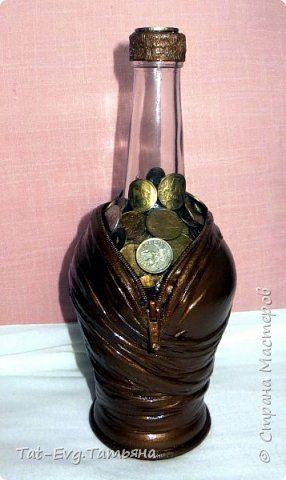 Представляю на суд мастеров бутылку декорированную яичной скорлупой и бумажными жгутиками  в технике Тани Сорокиной пейп-арт http://stranamasterov.ru/user/151613 фото 4