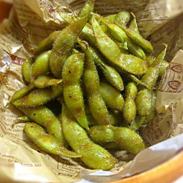 これが食べたくて、オイスターソース買ってきました! ✩*⋆¸¸.•*¨*\(๑•ᴗ•๑)/*¨*•.¸¸⋆*✩ 新しい枝豆の食べ方ですね! あとひく美味さ - 74件のもぐもぐ - 指まで美味し~枝豆のオイスターソース焼き by sakuchin