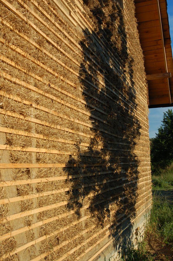 ściana domu z gliny lekkiej