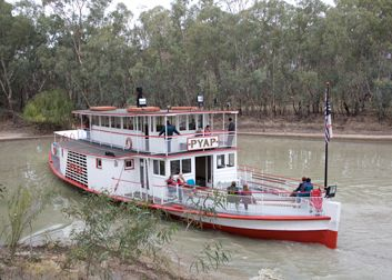PS Pyap cruising at Pioneer Settlement, Swan Hill, Victoria