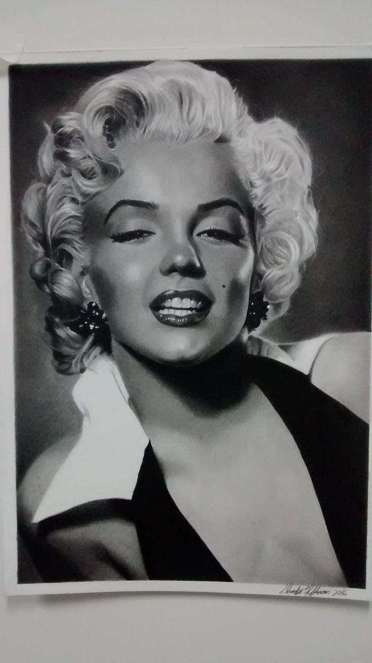 Desenho a grafite de Marilyn Monroe feito no ano de 2016 tamanhoA3.  #desenho,#desenhorealista,#poçosdecaldas,#retrato,#classico,#dundeehoffman,#pinup,#portrait,#fabercastell,#canson,#marilynmonroe,#lapis,#anos50,#anos60,#50's,#cinema,#movie,#retrô,#paint,#dibujo,#cine,#desenhoartistico,#draw,#esfuminho,#rosanijacob,#minasgerais,#arteemgrafite,#artesanato