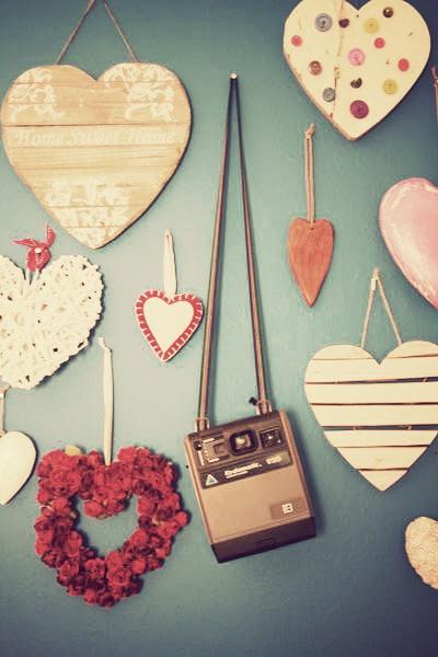 Vintage memories. Polaroid camera.  www.anartistisneverpoor.blogspot.com