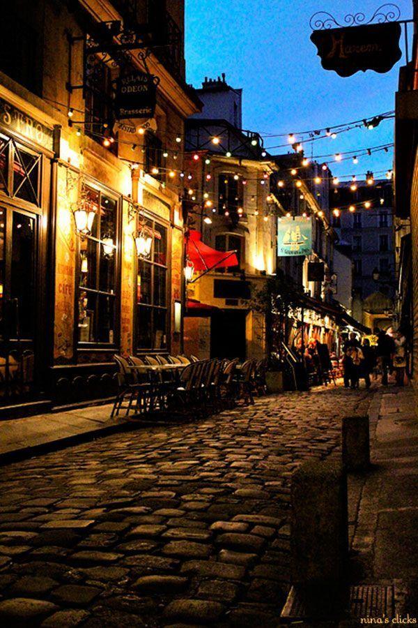 Rue Saint André des Arts - Paris http://www.HotelDealChecker.com