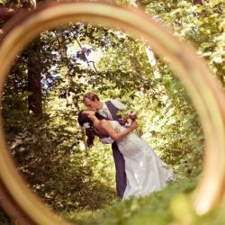 New must-have wedding photo: a portrait through your wedding ring!