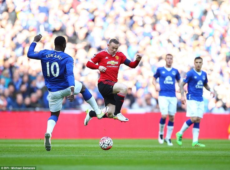 Wayne Rooney attempts to block the ball from Everton's Romelu Lukaku as Manchester United took a one-goal lead into the break