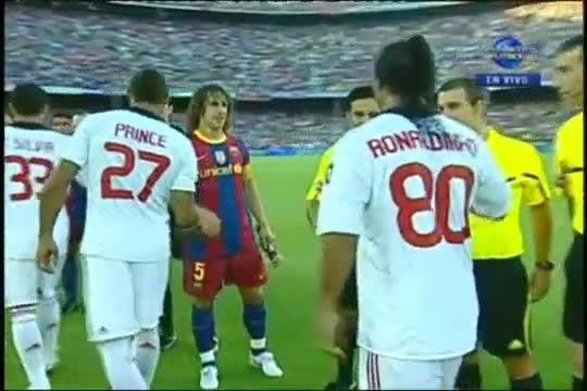 Моментът в който Роналдиньо се завърна на Камп Ноу