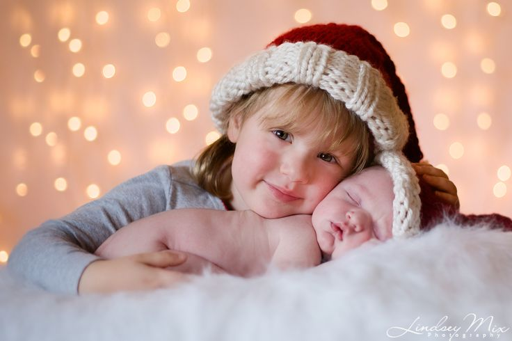 Children's Photographer - Lindsey Mix in Wilmington Delaware - Sibling Christmas Picture with newborn boy.