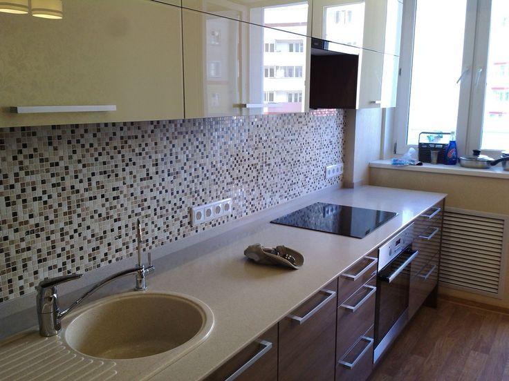 Начинать ремонт кухни надо с большого чертежа, где вы начертите кухню вашей мечты. На листе чертим план комнаты, рисуем места, где будет стоять мебель.