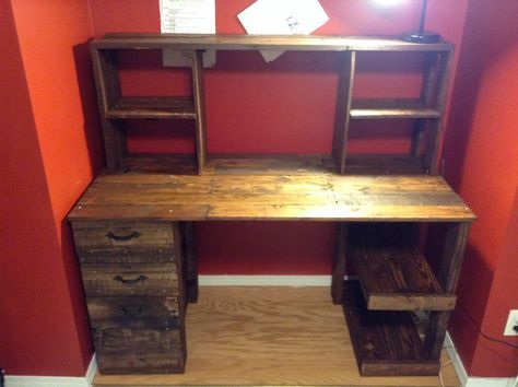 DIY cheap pallet wood computer desk with drawers. $30 was all it took.