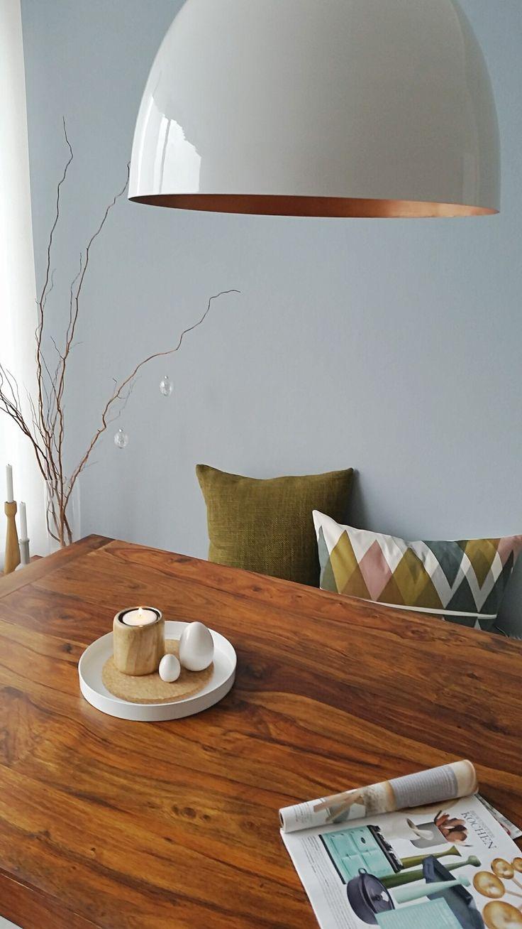 Muss bisschen das rosa dämpfen. Liebe normalerweise oliv, beige, Natur. Die alten Kissen kann man gut mit der Wand kombinieren. Liebäugle mit dem Kerzenständer in oliv von applicata ( auf Zeitschrift abgebildet ).