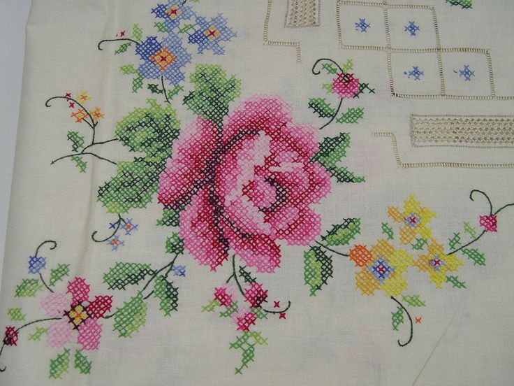 VINTAGE CROSS STITCH RED ROSES TABLECLOTH AND NAPKINS