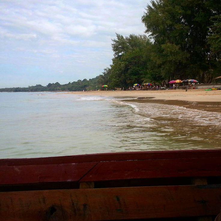 Ngapali 😍  #boat #paradise #beach #trees #palmtrees #coconuts #ocean #tropical #offthebeatenpath #explore #beauty #peaceful #beautifulnature #nature #myanmar #myanmar🇲🇲 #goldenmyanmar #burma #travelphotography #travel #asia #southeastasia #local #locallife #amazing #scenery