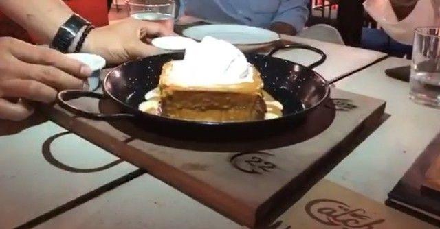 دلع كرشك مطاعم الامارات On Instagram وانت في دبي دلع كرشك ولا تنسى هذا الاسويت من الاخر دلع ك Food Desserts Chocolate