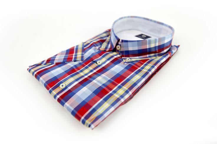 Koszula Pierre Cardin w kratkę w kolorach: żółty, czerwony, niebieski i biały. Idealna na wiosnę/lato z krótkim rękawem. Skład: 100%  bawełna.