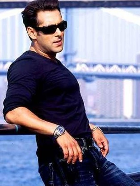 Salman Khan dance moves in the movie Dabangg 2!