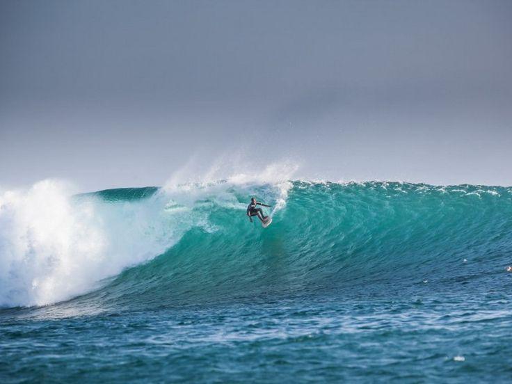 Pantai Nembarala di Pulau Rote TAKperlu jauh-jauhtravellingke Hawaii untuksurfing, cukup melancong ke Pulau Rote di Nusa Tenggara Timur (NTT).Pasalnya, keindahan Pulau Rote tak kalah dengan Ha...