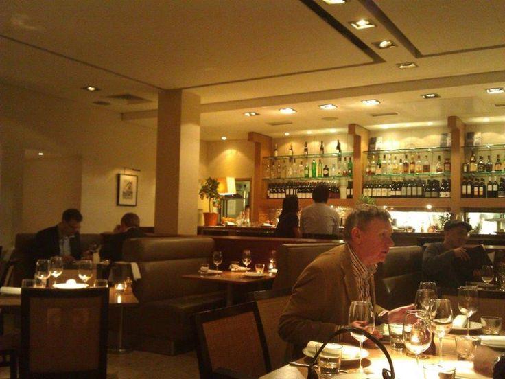 Kurucuları Sam ve Eddie Hart kaliteli yemek konsepti nasıl sunulur gayet iyi biliyorlar. Beyaz ve pastel tonlar, loş ışık, basit masalar ve şık ama sade yemek takımları… Daha fazla bilgi ve fotoğraf için; http://www.geziyorum.net/fino/