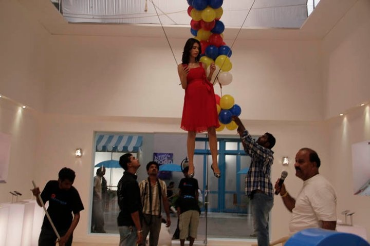 The girl was supposed to fly in Nokia Store holding a balloon in the shape of a question mark.