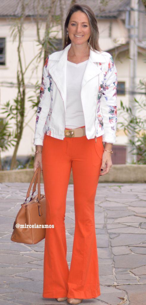 Look do dia - look de trabalho - calça flare laranja - orange flare pants - jaqueta de couro branca - casual friday - leather jacket - look de frio - inverno - fall - winter outfit