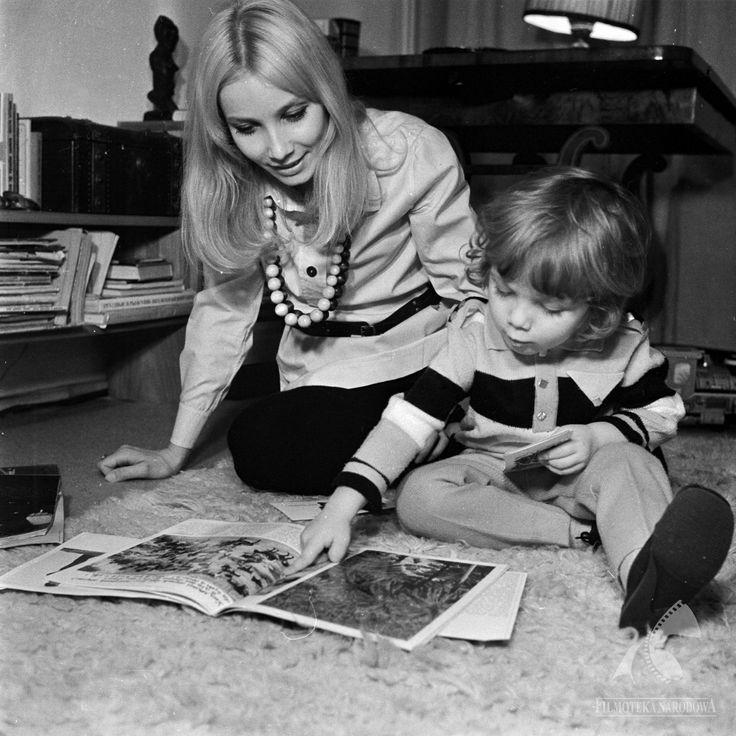 Pola Raksa z synkiem w obiektywie Jerzego Troszczyńskiego, 1968.