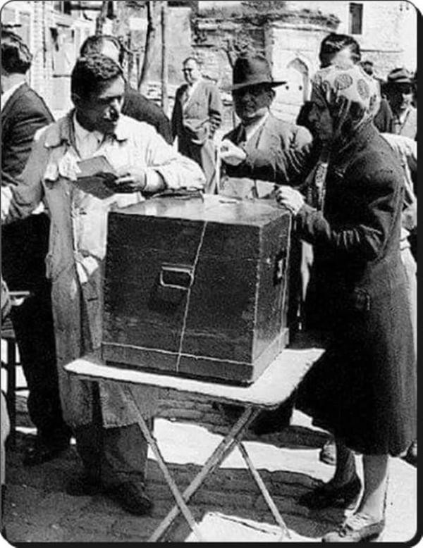 Seçim Sandığı Sokakta (1934) #oyver #Turkiye #istanlook