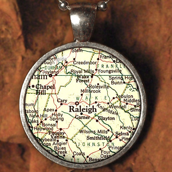 Raleigh necklace: Neighborhood Finding, Sweet Homey, Kinda Bling, Raleigh Maps, Vintage Maps, Raleigh Necklaces, Crafts Idea, Maps Pendants, North Carolina