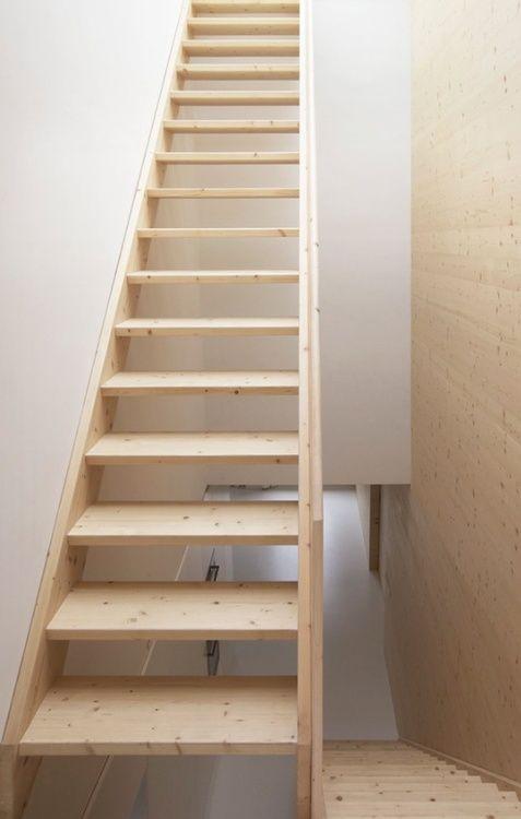 simpele houten trap interior grachtenpand canal