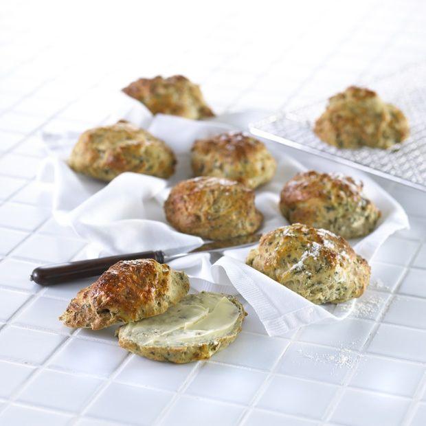 Grovboller med hytteost og spinat | Spis Bedre
