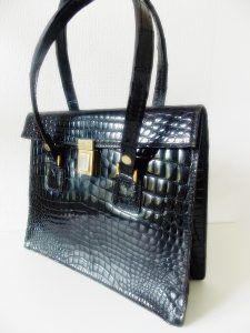 Sac à main vintage cuir noir | http://jeronine-vintage.com/friperie-en-ligne/sac-vintage/sac-a-main-vintage-cuir-noir/