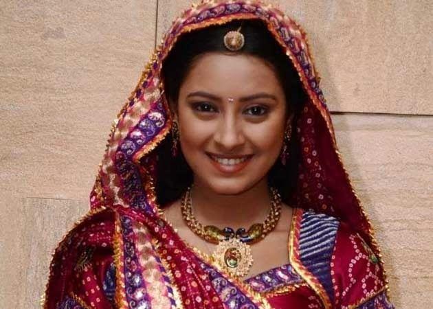 Pratyusha Banerjee in traditional looks - BOLLYWOOD ADDAA