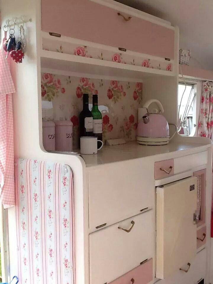 Decorating idea for inside glamper. Lottie. Vintage caravan.♥