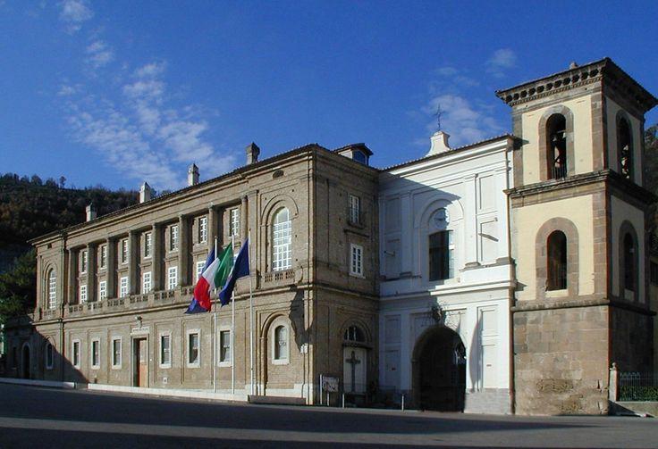 """Il Palazzo Vanvitelliano, ex convento legato  all'antica e illustre famiglia dei Sanseverino e dalla struttura architettonica rinascimentale """"vanvitelliana"""""""