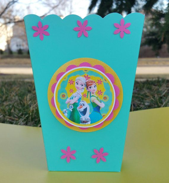 These beautiful Frozen Fever centerpiece are perfect for your Frozen theme birthday party!!!  This centerpiece will look beautiful on your