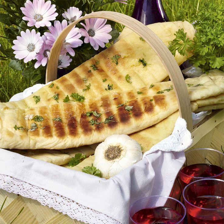 Riktigt smarriga grillade naanbröd med vitlökssmör.