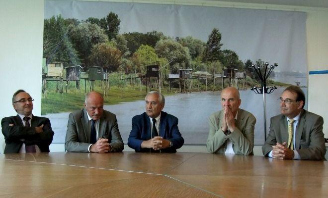 Jean-Pierre Raffarin en Aquitaine pour repenser la décentralisation en compagnie d'Alain Rousset