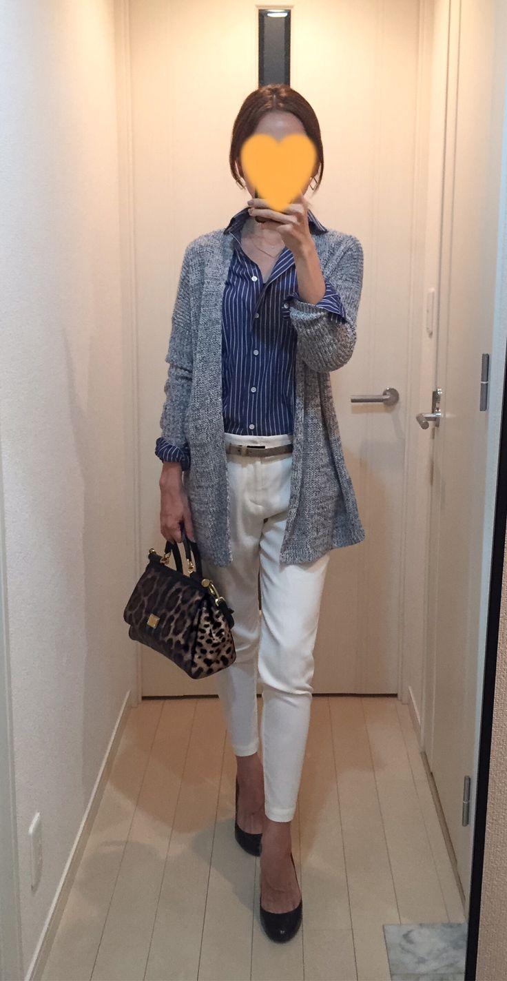 Long cardigan: Theory, Striped shirt: Kamakura shirt, White pants: Des Pres, Leopard bag: Dolce & Gabbana, Pumps: LANVIN en bleu