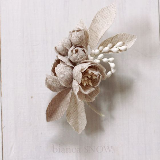 Handmade natural linen flowers bridal hairpiece. Bianca Snow.