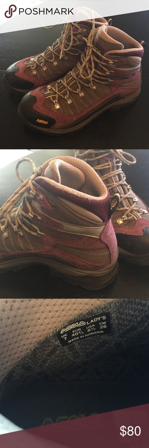 Women's Asolo hiking boots Women's Asolo hiking boots. Worn approx 5-8 times on daytime hikes, I don't think they're even broken in. They were an expensive experiment, but I decided I prefer leather. Lots of life left in these. Asolo Shoes Combat & Moto Boots