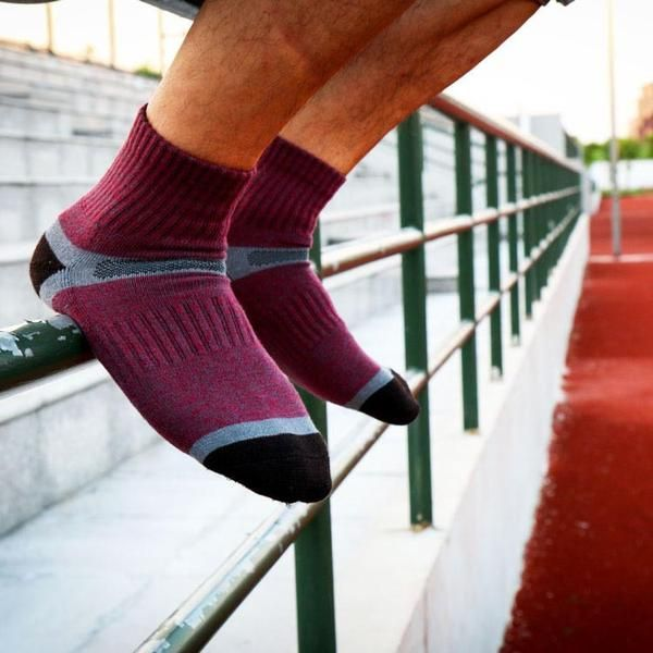 Stay cool and push yourself to the max with SockPainter's purple athletic sock. Featuring climalite technology, sweat is pulled from the skin to the outer sock for quick evaporation to keep your feet cool and dry during even the hardest workouts