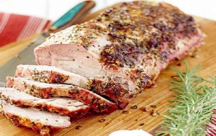 Свиная вырезка с чесноком и розмарином