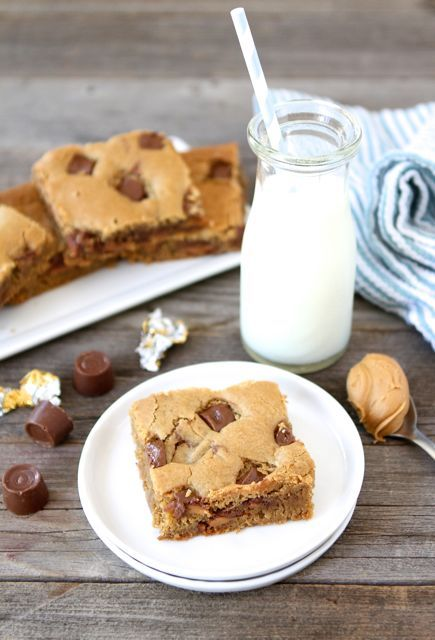 Peanut Butter Rolo Blondies | Two Peas and Their Pod | #recipe