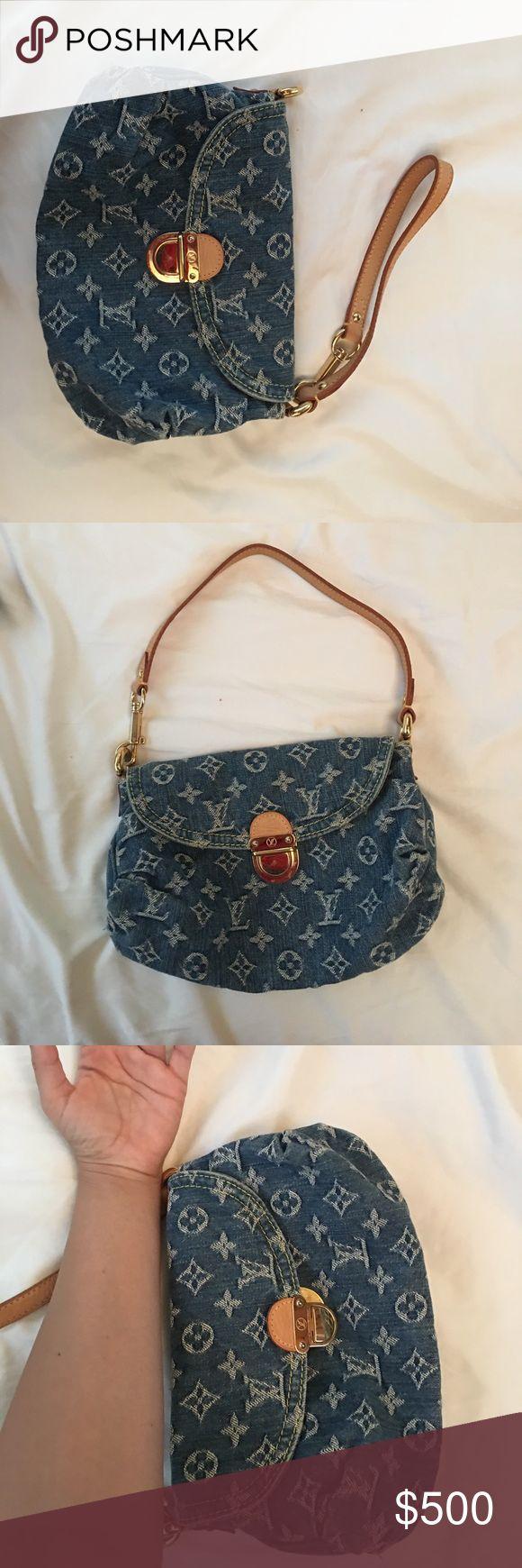 Authentic jean Louis Vuitton purse Small jean Louis Vuitton purse can also be worn as a wristlet. Tan inside Louis Vuitton Bags Shoulder Bags